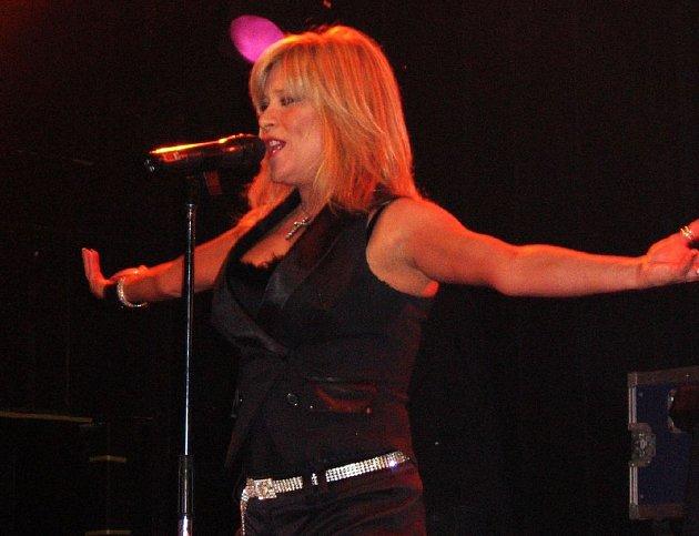 Zpěvačka Samantha Fox, která se v roce 1986 proslavila singlem Touch Me, vystoupí 10. října v hale Vodova.