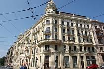 Poslední z výstavních paláců, které spolu s palácem Tivoli svírají Konečného náměstí, se dočkal oprav.