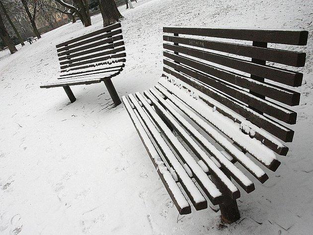 Sníh v brněnských Lužánkách.