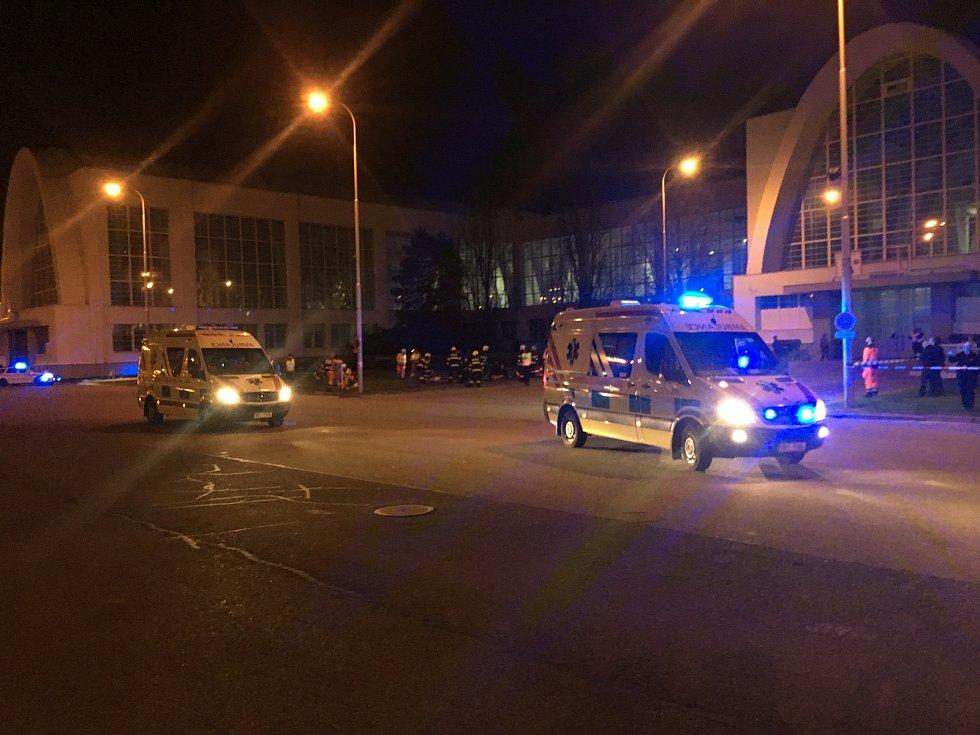 Taktické cvičení Rockový koncert na brněnském výstavišti prověřilo v úterý večer členy všech složek integrovaného záchranného systému. Zapojilo se dohromady 447 policistů, hasičů a záchranářů a 775 figurantů.