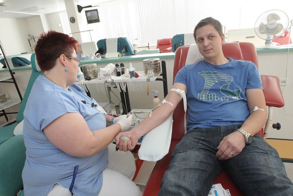 Přes osmdesát lidí přišlo ve středu na Transfuzní a tkáňové oddělení Fakultní nemocnice Brno darovat krev.