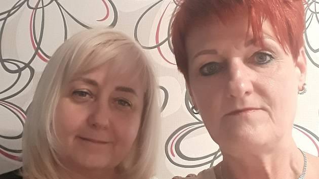 Kadeřnice Jarmila Šlesová (vpravo) z brněnských Vinohrad musela spolu se svou kolegyní kvůli koronaviru po 28 letech zavřít kadeřnictví.