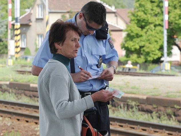 Policisté rozdali v Kuřimi pokuty neukázněným chodcům.