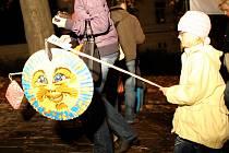 Desátý ročník lampionového průvodu připravili pořadatelé na motivy pohádky Sněhová královna.
