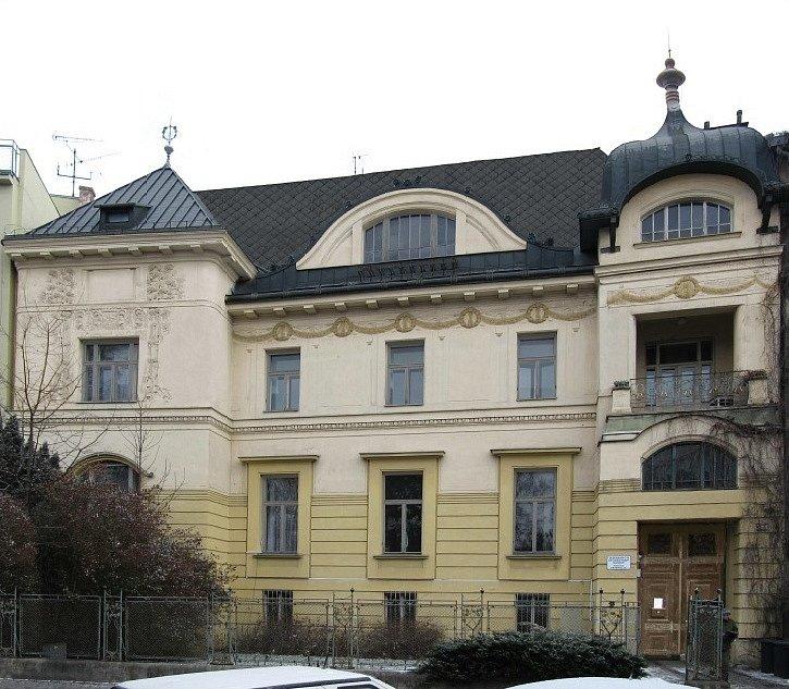 Löw-Beerova vila v Brně před opravou - pohled z ulice Drobného.