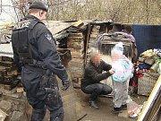Muž, v jehož obydlí se ukrývala pětiletá holčička.