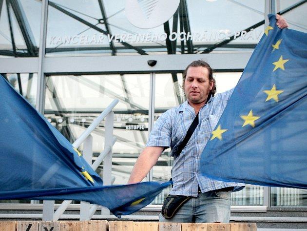 Brnem v sobotu pochodovali demonstranti vystupující proti Evropské unii a imigraci.