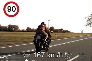 Motorkář překročil rychlost u Blanska.