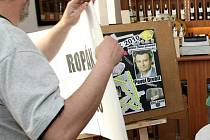 Bývalý ministr životního prostředí Pavel Drobil se stal rekordmanem. Získal dnes cenu za antiekologický čin i výrok roku 2010. Jako první vyhrál ankety Ropák i Zelená perla současně. Překonal tak i několikanásobného vítěze minulých ročníků Václava Klause.
