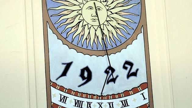 Sluneční hodiny v Černých Polích