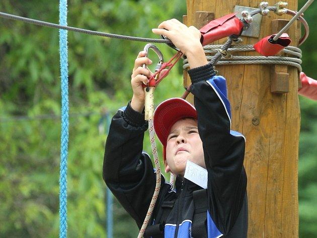 Na provaze se rozhodlo strávit část prázdnin více než padesát dětí. Středisko volného času Lužánky pro ně totiž přichystalo sportovní Tábor pod lany.
