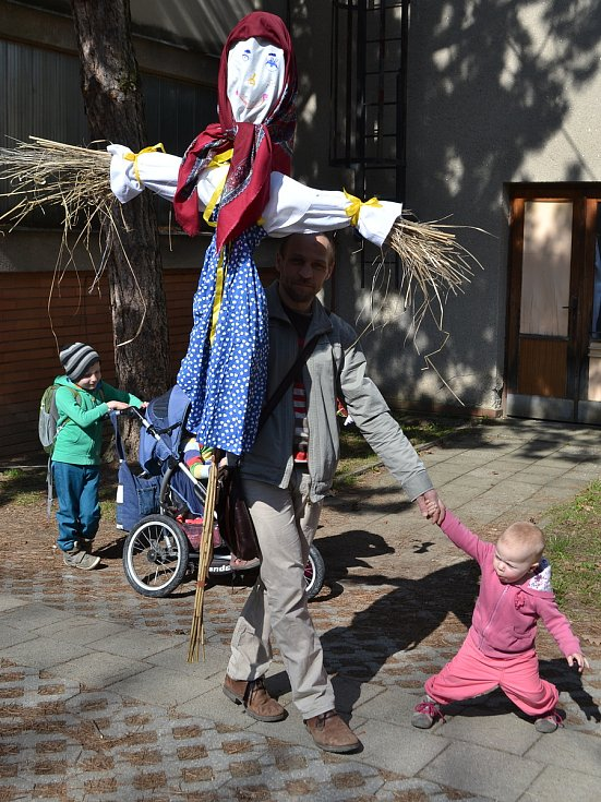 Desítky účastíků přilákalo v sobotu tradiční vítání jara v Blansku.