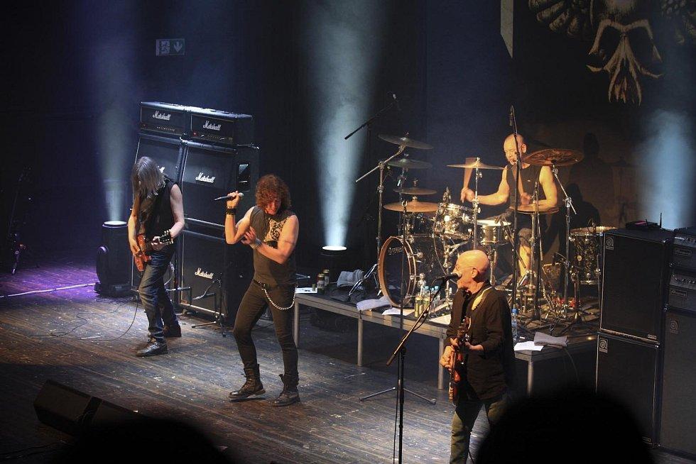 Skotská rocková skupina Nazareth se po roce vrátila do brněnského Sono centra, kde se v pátek večer představila fanouškům.