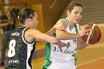 Křídelnice Veronika Vlková (s míčem) patří v týmu Valosunu Brno pravidelně k nejlepším střelkyním.