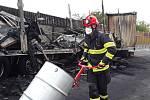 Hromadná nehoda se stala ve středu dopoledne na 189. kilometru dálnice D1 u Brna. Nejméně tři lidé zemřeli.
