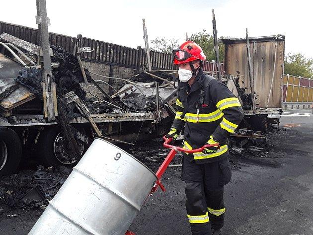 Hromadná nehoda se stala ve středu dopoledne na 189.kilometru dálnice D1 uBrna. Nejméně tři lidé zemřeli.