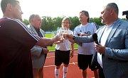 V sobotu se viceprezident Juventusu a držitel Zlatého míče Pavel Nedvěd sbývalými reprezentačními parťáky a kamarády zúčastnil oslav výročí sta let třetiligového klubu a křtu nové umělé trávy.