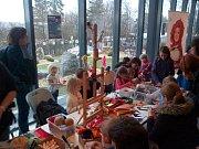 V dílně děti vyráběly vánoční ozdoby