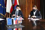 Brno 14.10.2020 - podpis koaliční smlouvy ve vile Tugendhat - zleva Jan Grolich a Lukáš Dubec