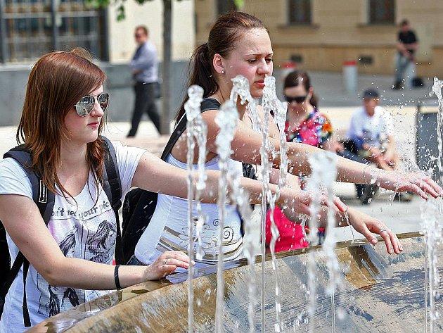 Meteorologové předpovídají na pátek teplotu 34 stupňů Celsia.