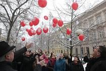 Čtvrt století od obnovení činnosti si ve středu připomněla brněnská diecézní charita. Na oslavu vypustila v pravé poledne do vzduchu pětadvacet balónků.