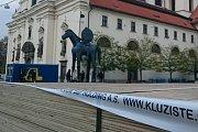 Zabruslit si pod otevřeným nebem v centru města? V Brně od listopadu bez problému. Zástupci městské části Brno – střed si letos pro lidi připravili ledovou novinku, venkovní kluziště přímo pod sochou Jošta.