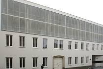 Brněnský magistrát ve Francouzské ulici tento týden otevřel už jedenáctý zrevitalizovaný bytový dům. Nový domov v něm najde až čtyřicet sociálně slabých rodin.