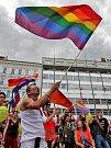 První český průvod gayů a lesbiček skončil