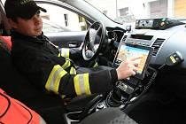 Hasiči získají všechny důležité informace za pár okamžiků díky novému systému, který vyvinula brněnská firma Gina. Testují ho už ve dvaatřiceti autech.