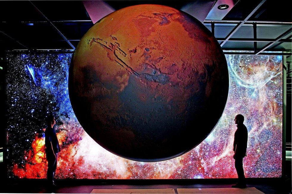 Letět do vesmíru, nahlédnout do mikrosvěta, poznat tajemství života, ponořit se do říše fantazie. To všechno lidé objeví ve Hvězdárně a planetáriu Brno.