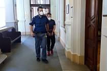 Krajský soud v Brně projednával v úterý případ vraždy ve stádiu pokusu, který se stal loni v září v brněnské ulici Cejl.