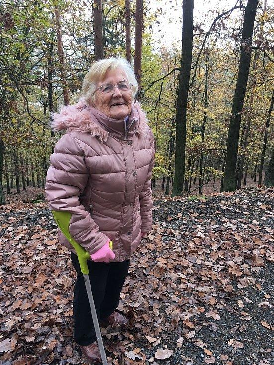 Emílii Veselé (na snímku) zbývá podle lékařů týden života. Devětaosmdesátileté seniorce, která trpí Alzheimerovou nemocí, selhávají po zlomenině nohy ledviny. Žena leží už tři měsíce v soukromé nemocnici SurGal Clinic v Brně, kam se za ní její dcera Radka