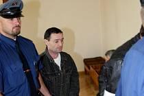 Brněnský krajský soud poslal do vězení tři cizince z Rumunska, kteří loni brutálně napadli a oloupili v Doubravici nad Svitavou na Blanensku muže.