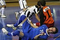 Tango vs. Teplice - Jan Havel (v modrém).