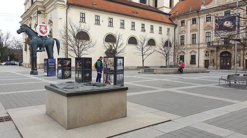 Oběti koronaviru uctily zvony kostela svatého Tomáše na Moravském náměstí v Brně.