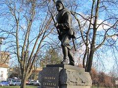 Litinová socha Hrdiny od Zborova v Blansku je kulturní památkou. Ministerstvo kultury vyhovělo žádosti města.