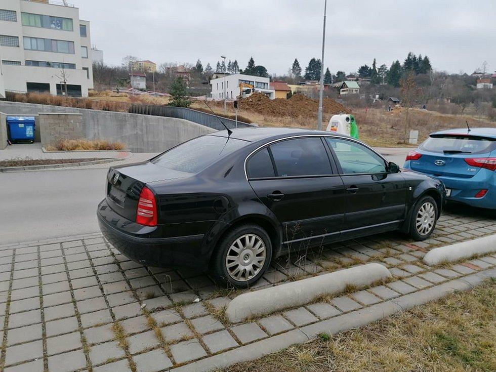 Odstavené auto v Brně, Bystrc Nad Přehradou.