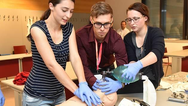 Konference Akutne.cz. Lidé si mohli prohlédnout například robotického pacienta.