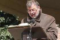 Čtení Bible v brněnských Denisových sadech.
