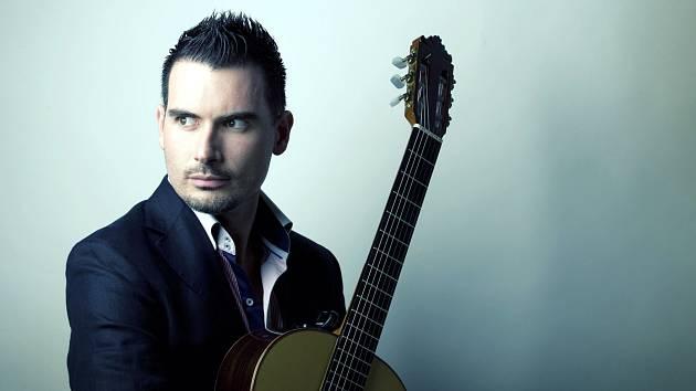 Rodák z Cartageny a jeden z nejlepších flamencových kytaristů nastupující generace Carlos Piñana zavítá do České republiky poprvé – u příležitosti letošní Ibéricy.