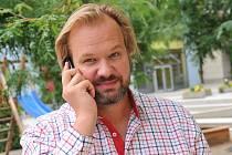 V posledních letech dělí Petr Gazdík svůj pracovní čas takřka rovnocenně mezi pozice herce a režiséra.