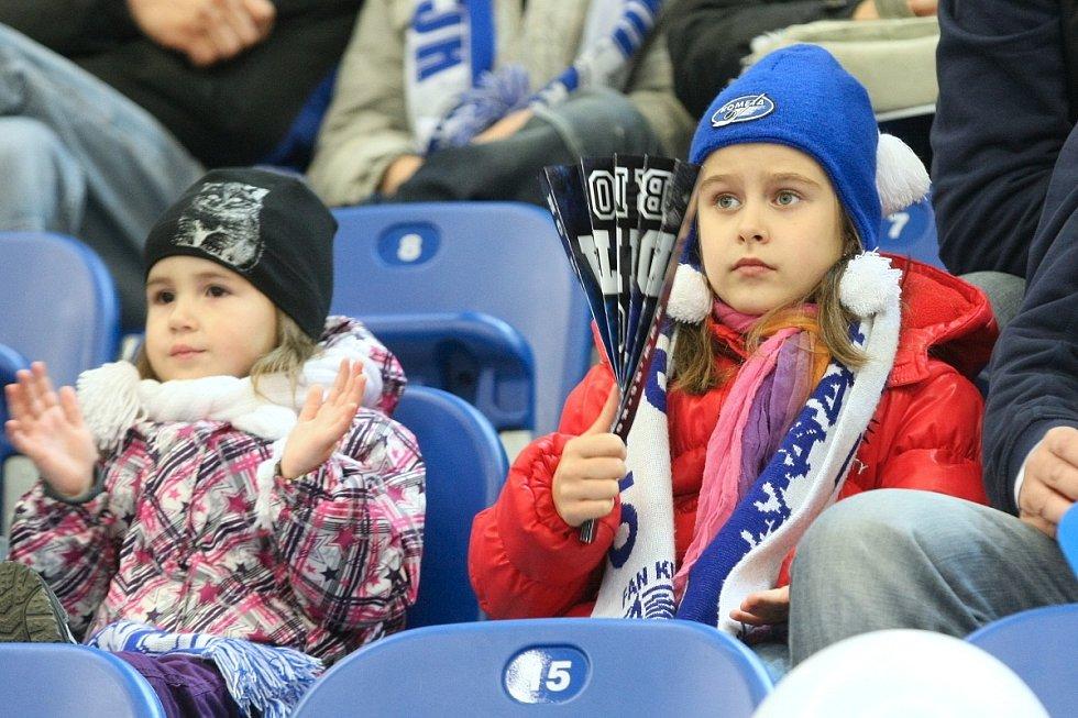 Téměř dvě tisícovky fanoušků vytvořily nový rekord návštěvnosti na zápasech osmých tříd. Domácí Kometa zvítězila nad Zlínem 3:2.