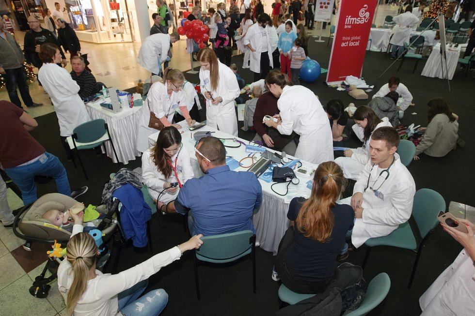 Cukrovce každoročně podlehnou tisíce lidé po celém světě, jak tomu alespoň částečně předejít se mohli o víkendu lidé naučit v modřickém nákupním centru Olympia.