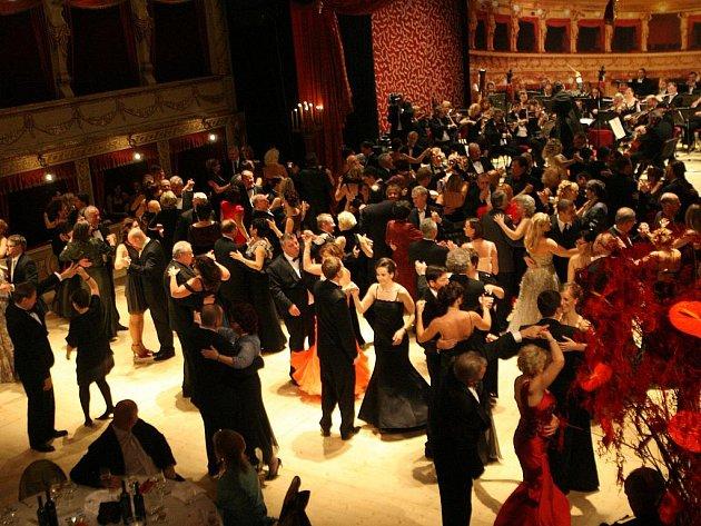 Ples v Mahenově divadle v Brně.