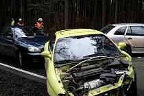 Hromadná nehoda se odehrála ve čtvrtek na silnici vedoucí z Březiny do Ochozi u Brna. Ke srážce tří osobních aut došlo krátce po jedenácté hodině dopoledne.