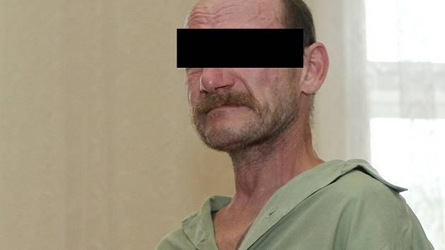 Za pokus o vraždu bratra stanul padesátiletý Brňan u brněnského soudu.