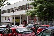 Parkování u brněnské Dětské nemocnice.