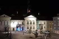 Policisté ve středu večer zasahovali v opravovaném domě na Dominikánském náměstí. Policejní vozy stály u Nové radnice.