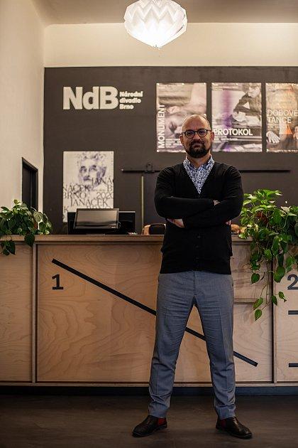 Byť původně vystudoval zcela jiný obor, poslední léta si Martin Koplík plní sen a pracuje voblasti kultury. Je vedoucím Zákaznického centra Národního divadla Brno.