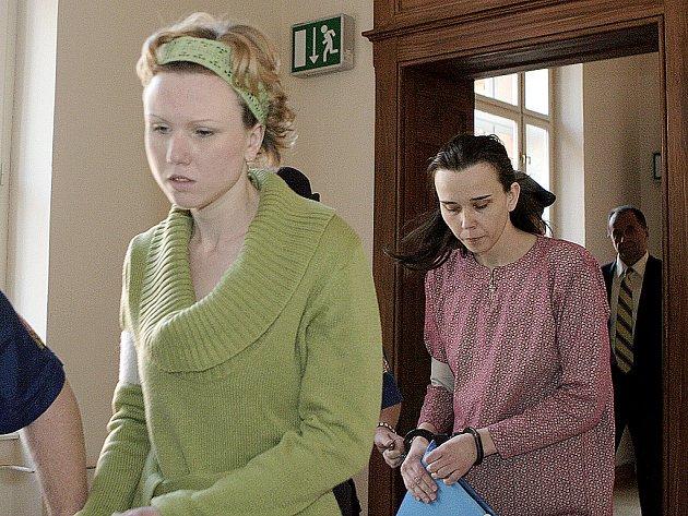 Kláru Mauerovou poslal soud na devět let do vězení a její sestru Kateřinu Mauerovou na deset.